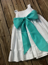 Wholesale kids clothing fashion design small girls dress baby white dress with big butterfly
