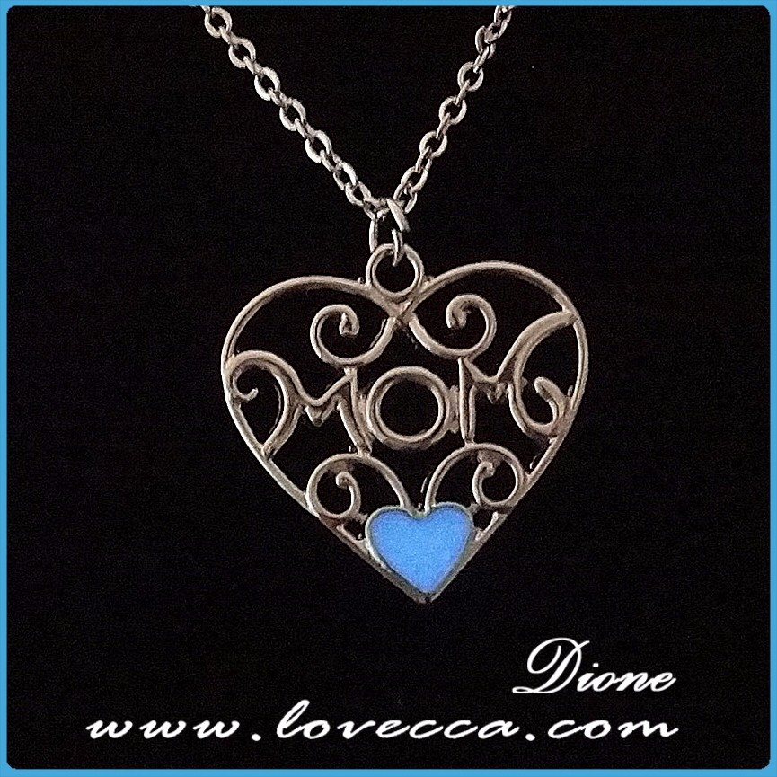 Lovely heart deisgn beautiful night magic light pendant luminous necklace