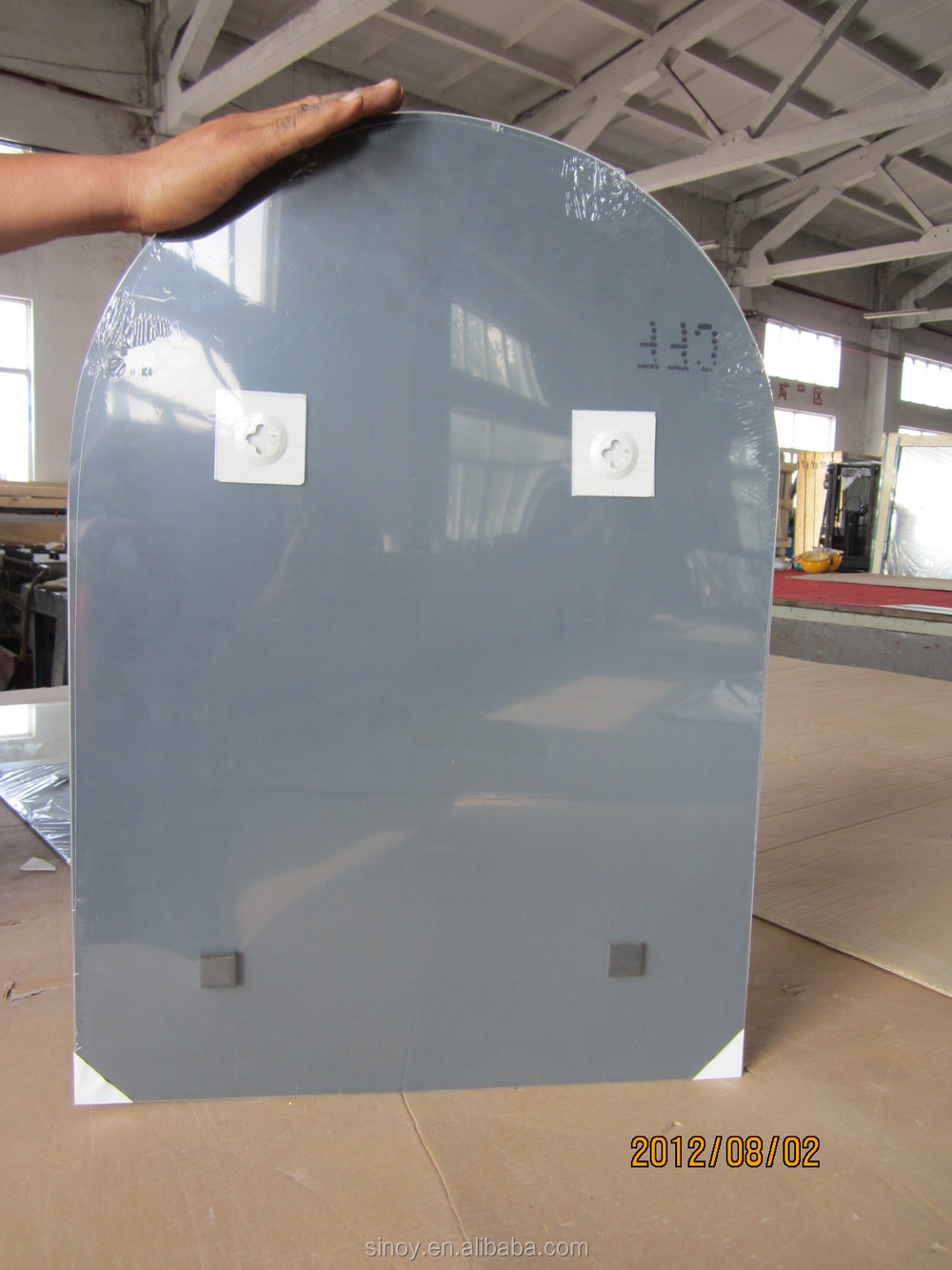 Water and acid resistant clear belveled silver coating for Como colgar un espejo grande