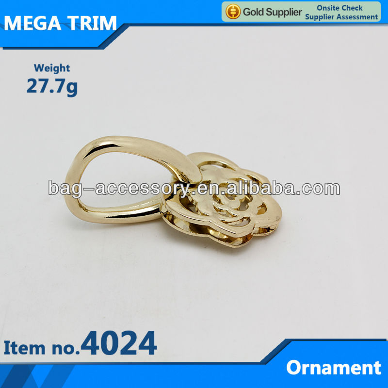 Light gold rose shaped metal bag ornament