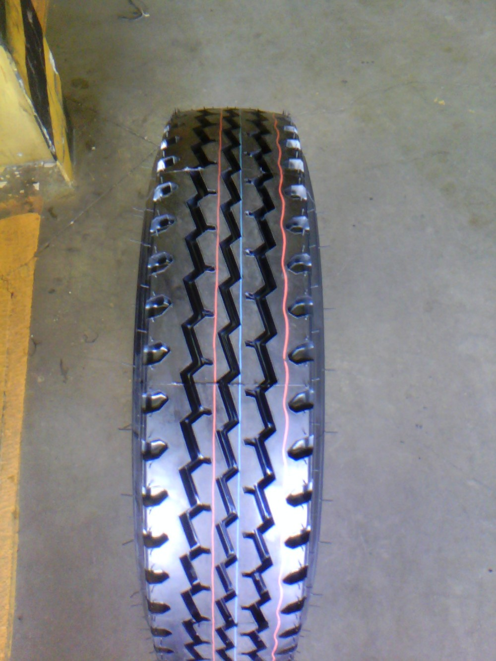 High quality TRUCk tires 750R16LT Radial truck tyre 1200R24