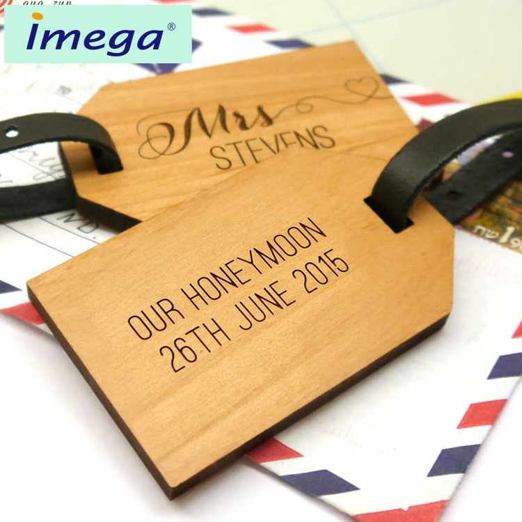 Personalised Wooden Honeymoon Luggage Tags/ Beautiful Factory Price Promotional Wedding Favor Luggage Tag