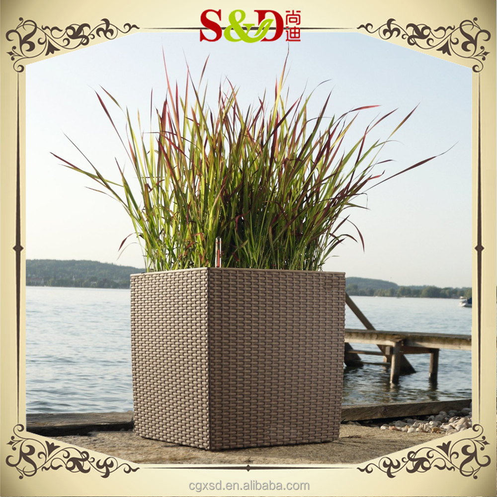 S&D pe rattan brown color plastic square vases for flowers