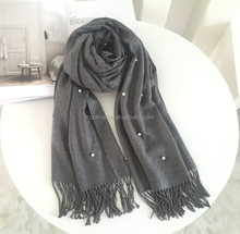 2017 fashion latest wool spinning scarf with bead decoration