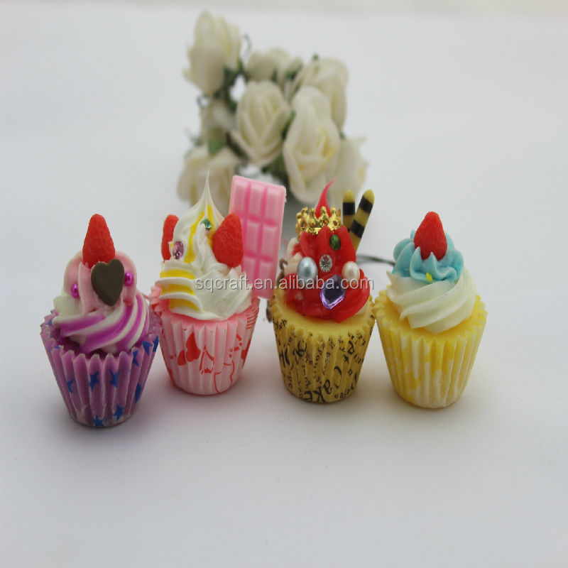 Novelty Ideal Gifts Fake food sweet cup cake key chains as gifts with strawberry and chocolate decoration