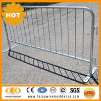retractable temporary fence