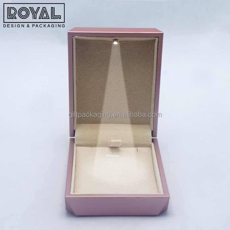 Luxury pink color LED light jewelry pendant box