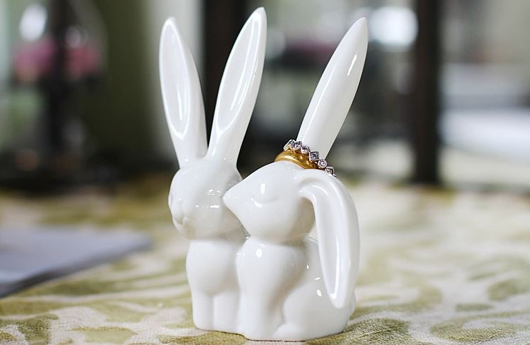 Wholesale White Horn Shaped Classic Ceramic Ring Holder
