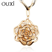 OUXI Best Selling Fashion Female Jewelry 18K Gold Long Chain Rose Pendant Sweater Necklace Chain