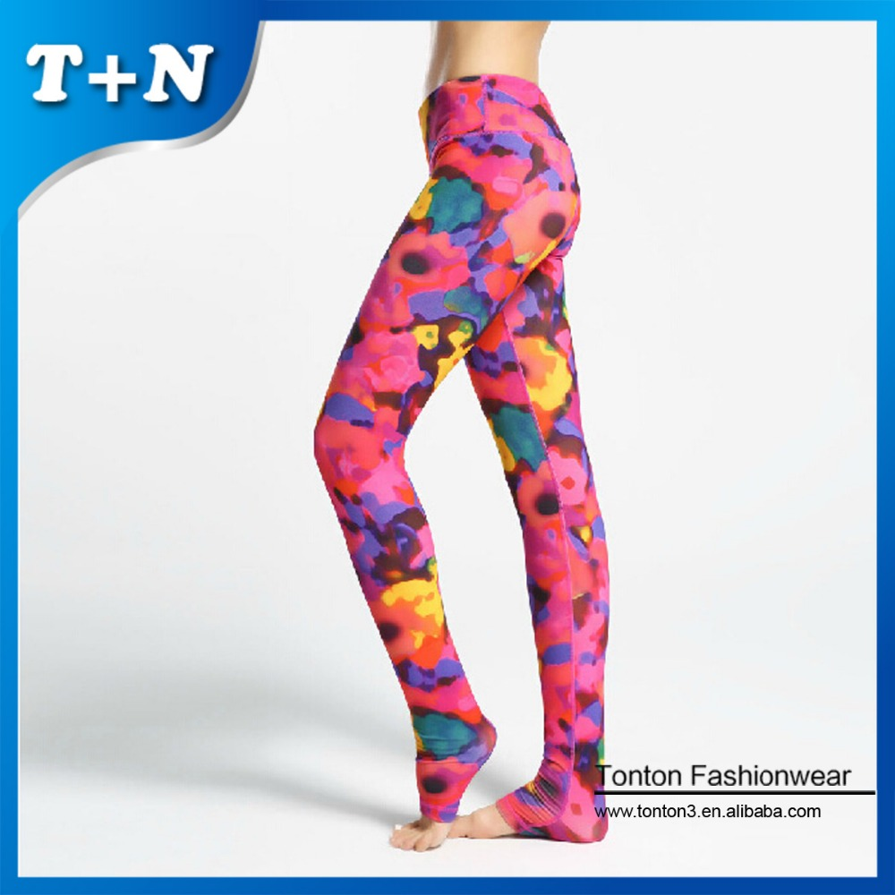 Bold graphic decals dominate, however, and make all women's leggings visually interesting. Florals, geometric shapes, abstract patterns and more highlight the slim-fits. Florals, geometric shapes, abstract patterns and more highlight the slim-fits.