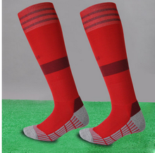 2016 customized cozy knee soccer socks with rubber sole