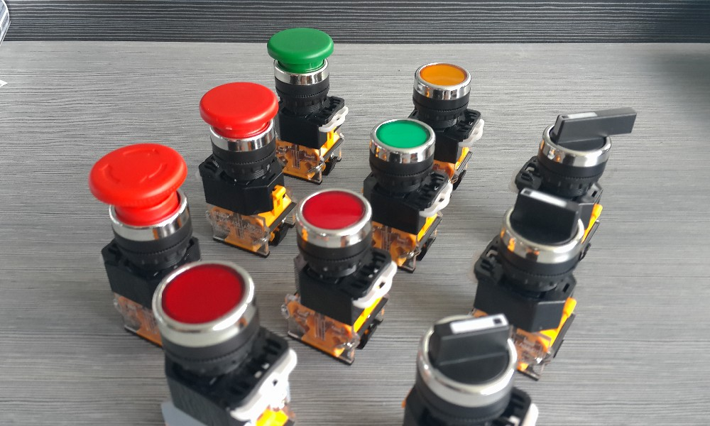 Industrial socket (IP44, 16A/32A 3P+e)