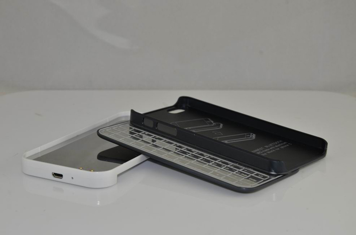 Ultra-Thin Magnetic Bluetooth Keyboard for the iPhone5