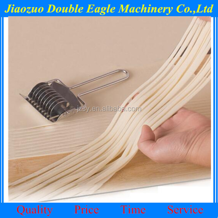 Economical convenient small cut noodles tools, cookies pizza pie crust class special cutting roller blade