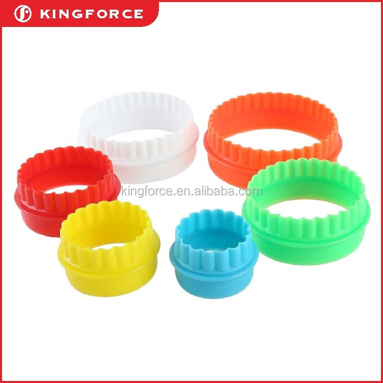 hot sale plastic plunger cookie cutters in flower shape