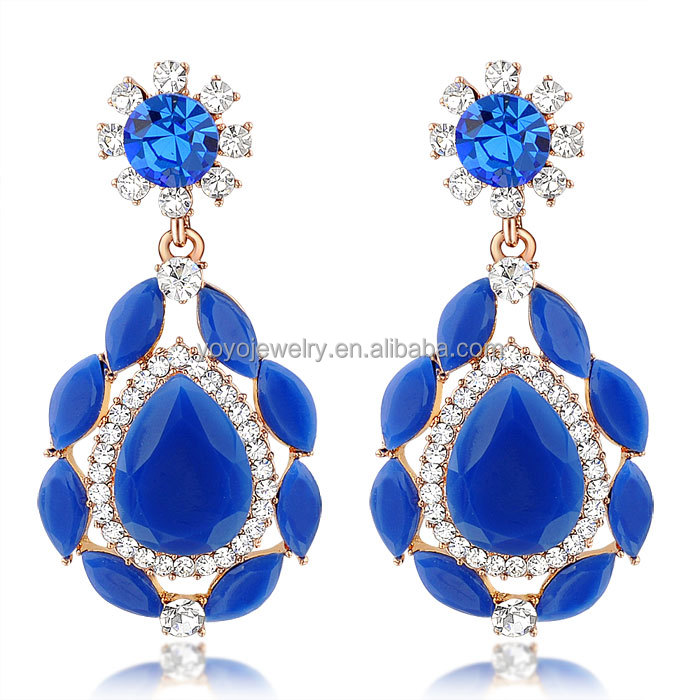Tanishq hanging earrings ~ beautify themselves with earrings