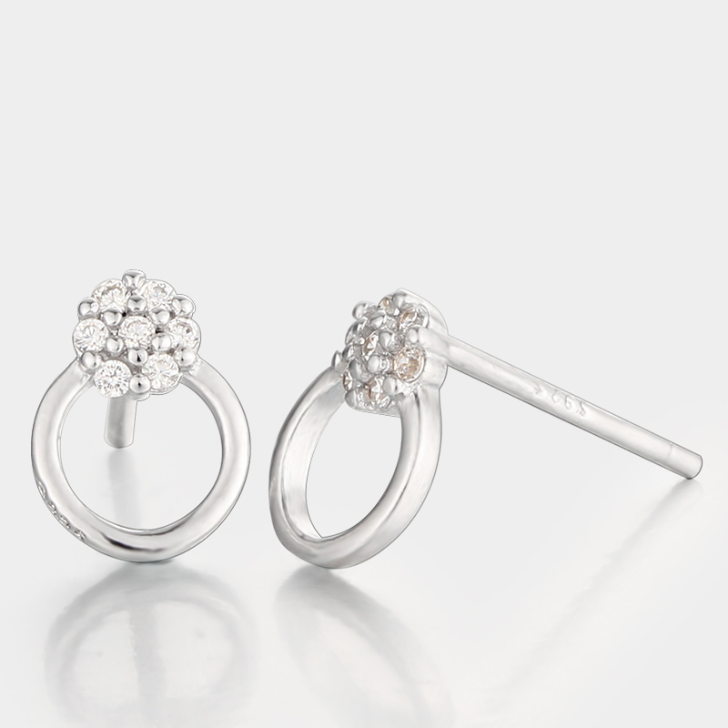 White cz stone cluster and round ring design ladies silver ear stud earings