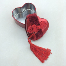 2014 simple style heart shaped candy tin box with ribbon