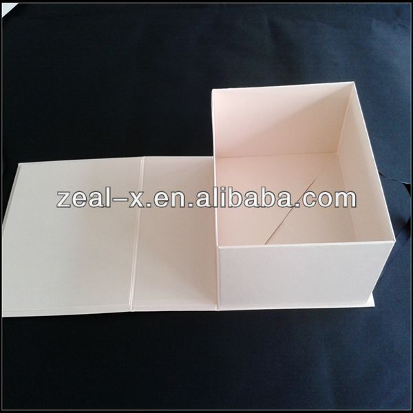 Silk Fabric Covered Branded Shoe With Ribbon Handle Foldable Boxes