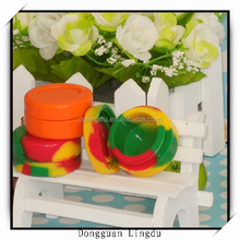 Resealable plastic container and plastic container with flip lid
