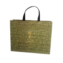 Wholesale China factory OEM logo luxury paper tote shopping bag with plastic handle