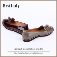 Wholesale high quality fashion tassels genuine cow patent leather women moccasin loafers shoes and bags set 2016