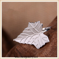 alibaba factory price wholesale Handsome .925 sterling silver leaf ring ,high quality Canadian iconic Maple leaf rings jewellery