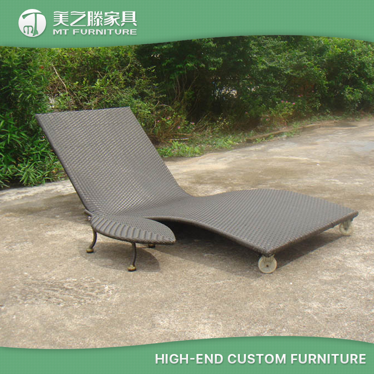 All Weather Lightweight Outdoor Chaise Lounger Rattan Sun Lounger with Wheels