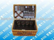 4 persons wicker picnic basket with cutlery set