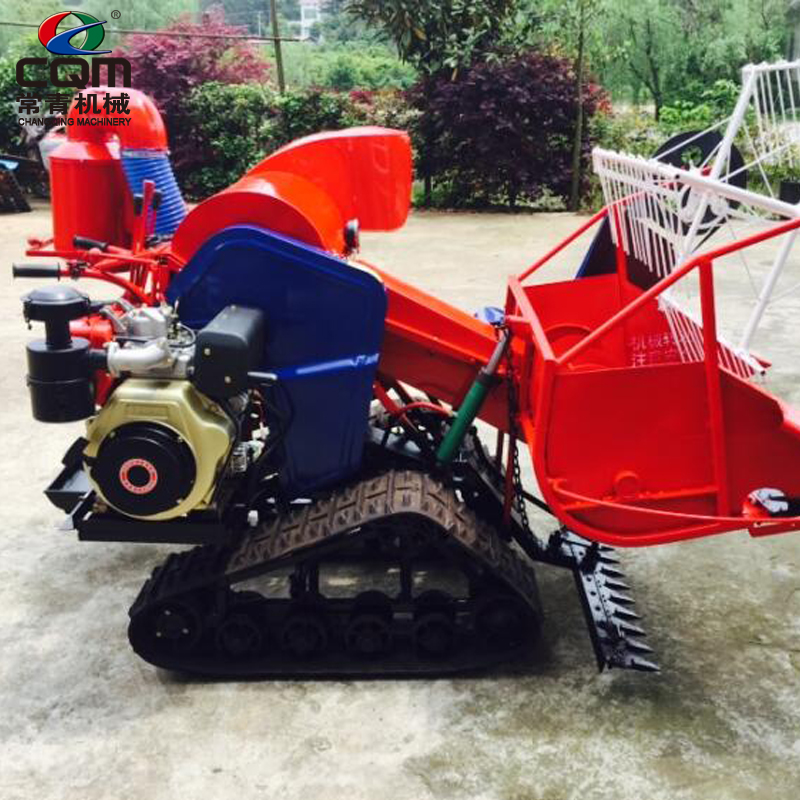 Agricultural mini soybean combine harvester