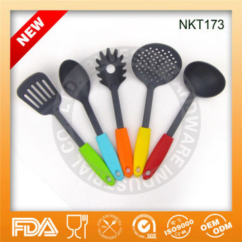 Best price European Wholesales nylon kitchen tool set with colourful handle
