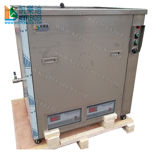 Industrial ultrasonic cleaning machine with cycling and filtering