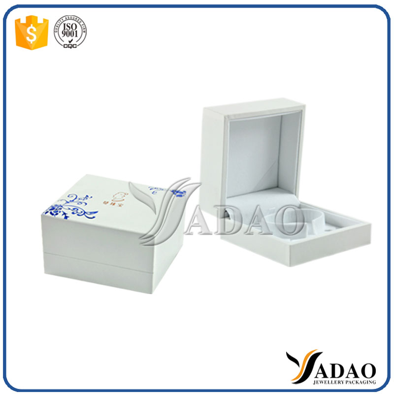 Charm custom plastic packaging friendship gift blue and white porcelain bracelet jewelry box