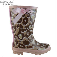 Antiskid And Cheap Rubber Rain Boot Manufacturer,Light Coffee Ground Has Heart Printing With Pink Bow Fashion Boot