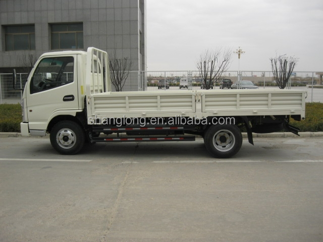China 4x2 drive diesel engine light flatbed truck 1500kg