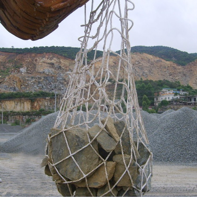 Heavy duty hoisting mesh bag for riprap