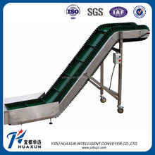 Corrugated sidewall inclined belt conveyor for large angle