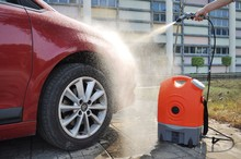 Touchless car wash machine ,rechargeable powered battery,with water pressure pump