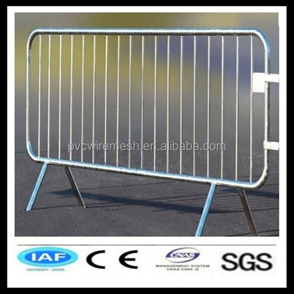 2014 Portable metal crowd control barriers