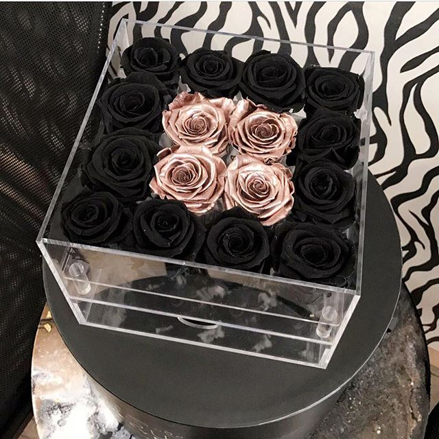 Customized black rose red rose flower packaging small clear acrylic box with clear lid for flower