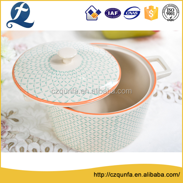 Fashion stamped kitchen tableware ceramic soup tureen with handle