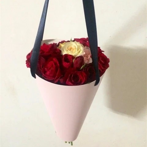 Handle cone shaped design fresh cut flower packaging