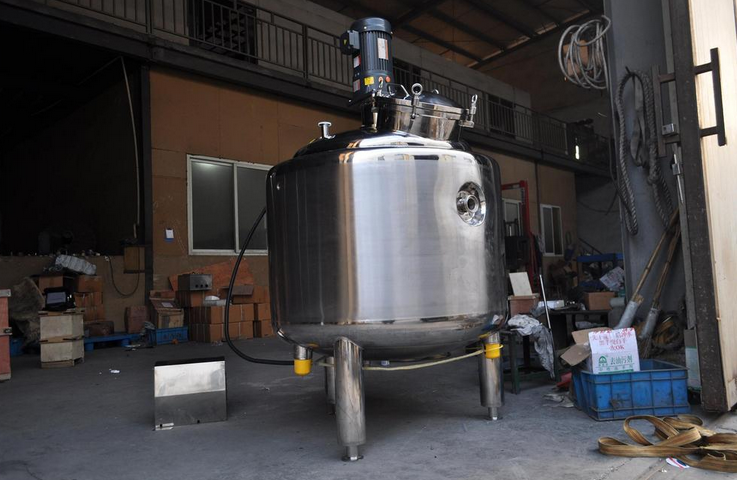 Vacuum stainless steel chemical mixing tank