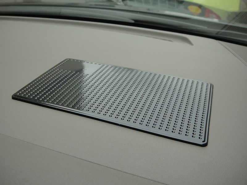 anti-slip super sticky grip pad no residue in car