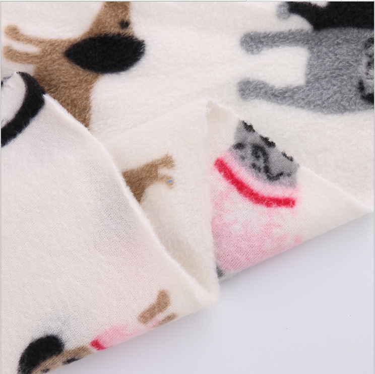 China manufacturer wholesale animal as pig and dog print fleece fabric yard and rolls