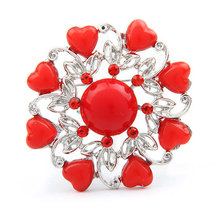 Eight-Heart And One Round Fashion Beautiful Brooch