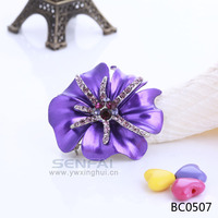Best Sale factory brooch yiwu futian market gold brooches yellow and black evening gown