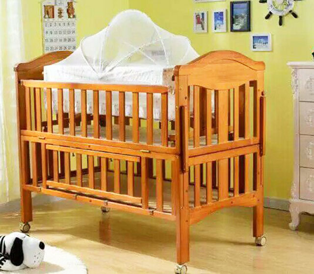 Luxury honey color pine wood multifunction baby crib/baby travel crib/crib attached bed for family travel