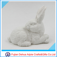 special design frothy with rabbit white ceramic rabbit figurines