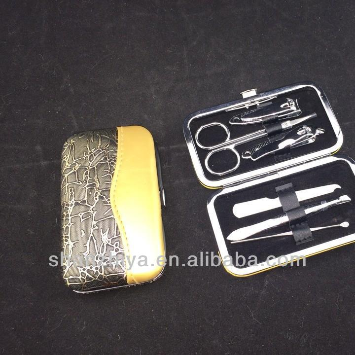 Wholesale Cheap Manicure Set For Nail polishes set in aluminum case for gifts
